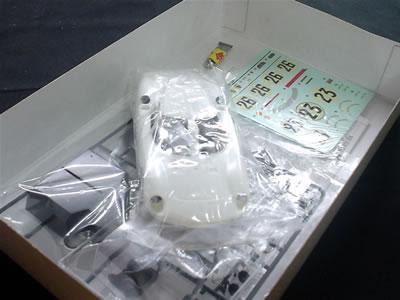 フェラーリ250LM アカデミーの1/24のプラモデル。箱の中身