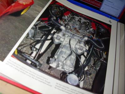 こちらはディーノ206SPのエンジンルーム。
