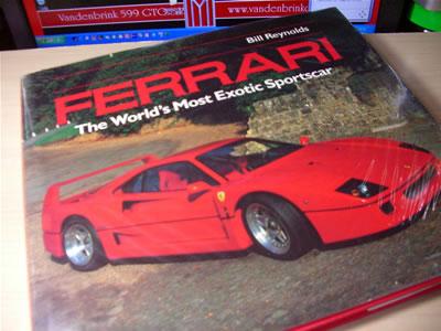 某氏からのいただき物の洋書。フェラーリF40が表紙です。