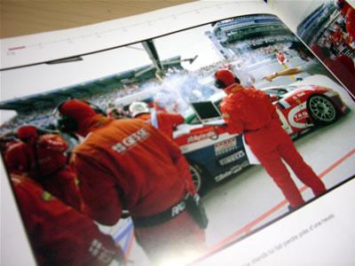 2002年のルマン。フランスのチーム「JMB Racing」の71号車。360GTのピットイン風景。結果は85周リタイア。