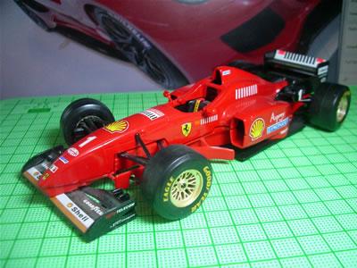 1996年のF1グランプリを戦った3リッターV10エンジンの「F310」