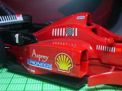 1994年からレース中の燃料給油が許可された。しかし、ブラーゴさん強引な・・・。