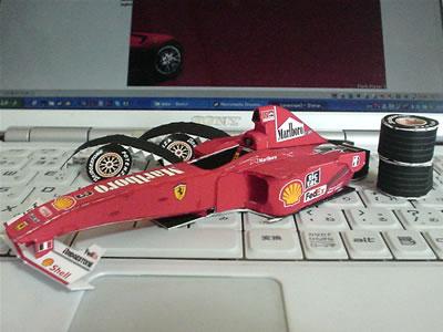 フェラーリF1-2000のペーパークラフト その2