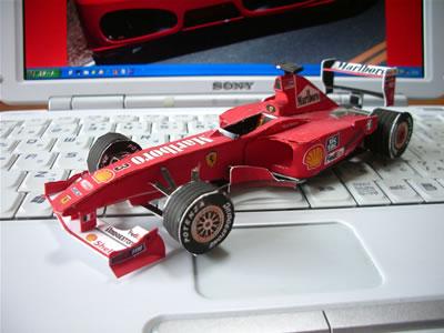 ペーパークラフトフェラーリF1-2000。とりあえずここで一段落ってことで・・・・。