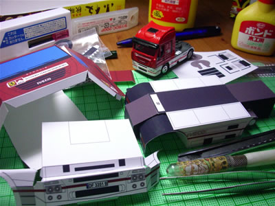 まずはトラックのヘッド部分だけを作り始めました。ここが完成したら後ろのコンテナ部分を作ろうかなと思っています。
