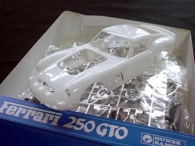 フェラーリ250GTO GSIクレオス(旧グンゼ産業)の1/24のプラモデル。箱の中身