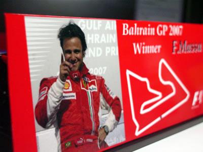 そうそう、パッケージの後ろにはバーレーン表彰台のフェリペ。