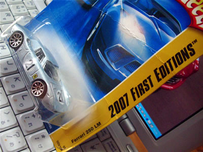 2007 First Edition 23/36 で発売された「フェラーリ250LM ゼッケン21」シルバーです。