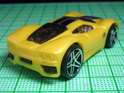 スケルトンのX-レーサーズの金型。ボディはプラ。ちょっと安っぽいけどホットウィールだから・・・。