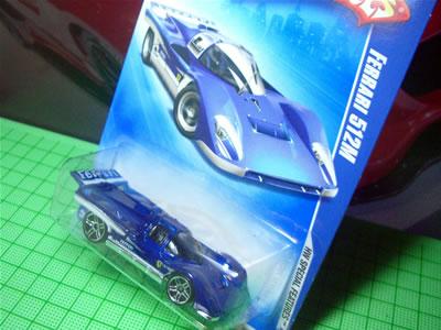 ホットウィールのベーシクカー「フェラーリ512M」のミニカー。1/64サイズです。