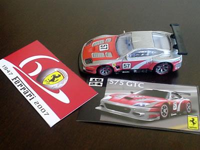 575GTC フェラーリ60周年「ホットウィール フェラーリGTアソート」のNo.16に同梱されているステッカー。フェラーリ60周年ロゴもステッカーだったらいいのに・・・。
