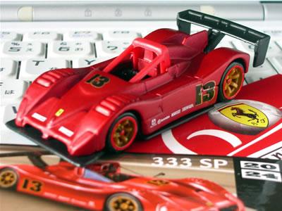 今年のフェラーリのF1マシン「F2007」がモナコからメタリックな赤に変わったんだけど、それを連想させるような赤がいい!