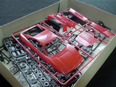 イタレリ フェラーリ348tb(1/24)外国製ですから、パーツがビニールに封入されていない。