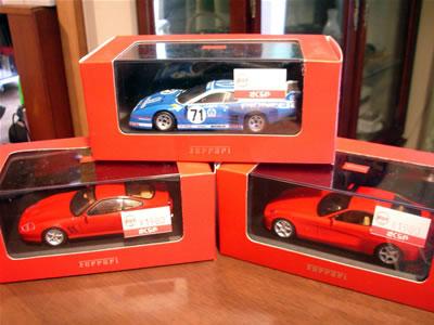 イクソの赤箱ワゴンセールを発見! 1/43のミニカーが「1台1980円。3台まとめて購入で3000円」。当然3台購入でしょう!