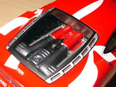 エンジンもボディーを被せればそれなりです。1/24サイズって事は、フジミのF430のプラモデルと同じ?ボディーだけ、このメタルボディーを使うってのもありかな?