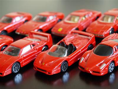 マイストのアッセンブリーラインと通常版のフェラーリミニカー達。サイズは1/60。