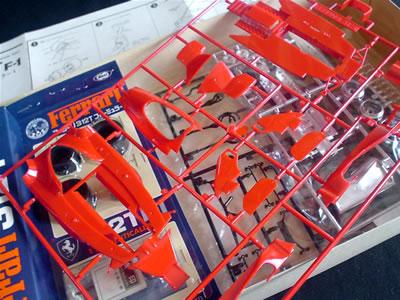 東京マルイのフェラーリ312T。1/24サイズのプラモデル。箱の中身