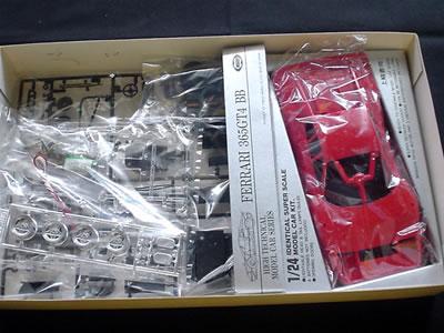 東京マルイのフェラーリ365GT4BB(1/24)。箱の中身。