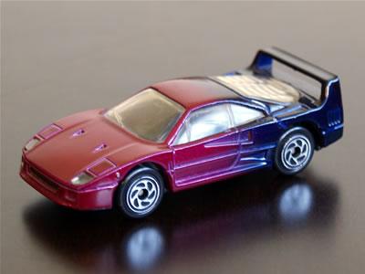 ハワイで購入。マッチボックスのフェラーリF40。しかし、このグラデーションの色すごくない?