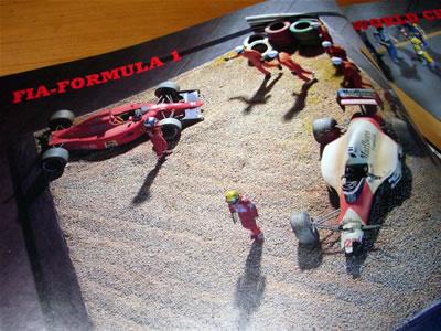 1990年日本GPの1コーナー。セナとプロストが接触リタイアしてセナのチャンピオンが決定したシーンもジオラマで再現です!