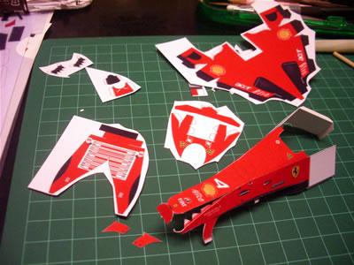 フロントノーズを切り出して折りました。