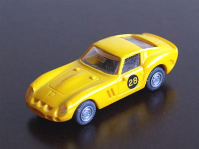 プラリーネの「フェラーリ250GTO」。1/87サイズのイエロー。ゼッケン28。