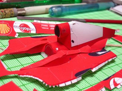 「フェラーリF2004」のペーパークラフト。インダクションボックス周辺も完成。