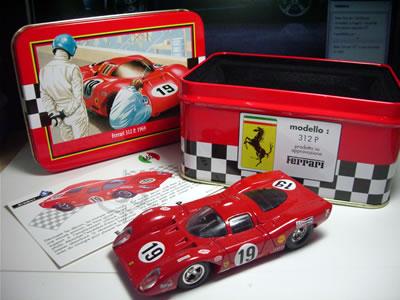 ミニカーの個体は、1969年のル・マンに出走した19号車。クリス・エイモン+ピーター・シェティ組。あっけなく1時間目にリタイア・・・。