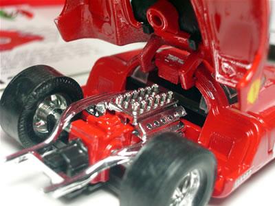 フェラーリ混乱期に在籍し、速さを結果に結び付けられなかったという点では、ジャン・アレジを思い出してしまいます。