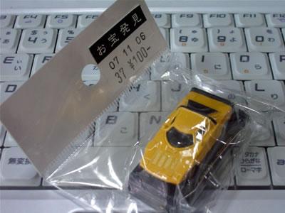 沖縄県沖縄市にある「マンガ倉庫 泡瀬店」で見つけたストラトス。100円でした。