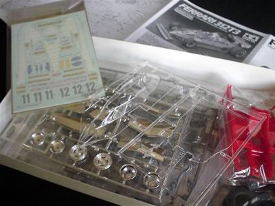 タミヤ模型のフェラーリ312T3(1/20)の [ クリヤーカウル ] のプラモデル。 箱の中身