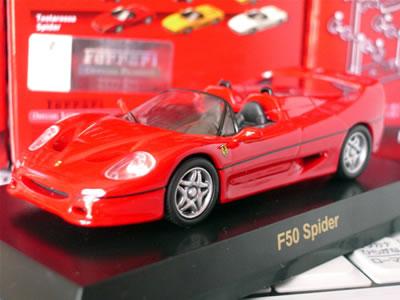 F50はスパイダーが基本でデタッチャブル・ルーフを装着することでクーペになる。ピエロ・フェラーリ考案のモデルで、エンジンマウント方法もF1と同様。