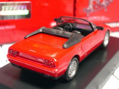 実車は3405ccV8エンジン搭載。1980年に登場した「Mondial 8」の最終モデルが、この「モンディアル T カブリオレ」。