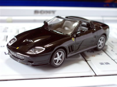 フェラーリスーパーアメリカ。実車は2004年に発表されたモデル。世界559台限定、日本での販売台数は20台だったはず。