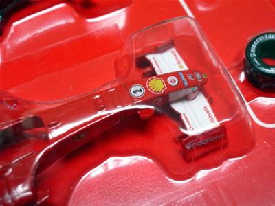 F2005バリチェロのマシン。ディテールもデカールもいいんじゃない!京商さん頑張ってますね!