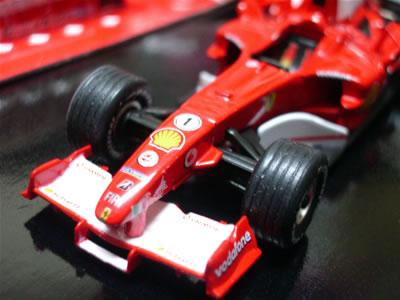 2005年に例のアメリカGPでミシュラン勢14台がボイコットしたレースの1勝しかできなかったマシン。「落日の赤き皇帝」でしたね。