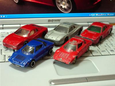 フェラーリテスタロッサ3台にランチアストラトス2台です。