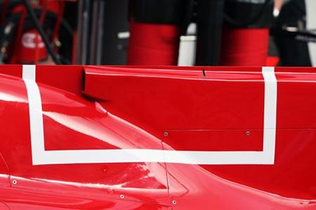 フェラーリのFダクト・・・。ドーサルフィンに、マルボロを連想させる四角い線・・・。かっこ悪すぎる・・・。