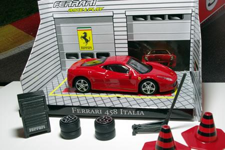 「レース&プレイ」シリーズのフェラーリ458イタリアです。1/43サイズです。