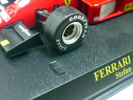台座に固定しておいたら数年でタイヤがはどろどろになりそうだよね~。