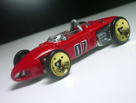 葉巻型のF1。「フェラーリ156F1」です。
