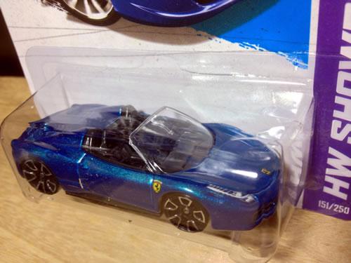 hw_64_ferrari_458spider_blue_package_03.jpg