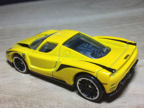 hw_64_ferrari_enzo_yellow_stripe_rear.jpg
