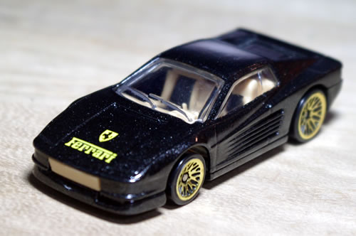 hw_64_ferrari_testarossa_black_gold_wheel_front.jpg