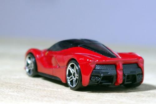 hw_64_laferrari_red_rear.jpg