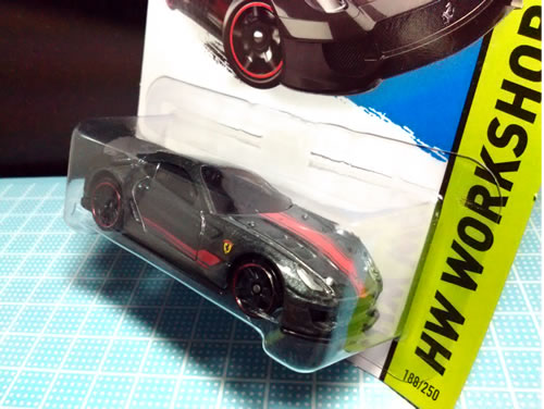 hw_64_workshop_ferrari_599xx_gray_package_02.jpg