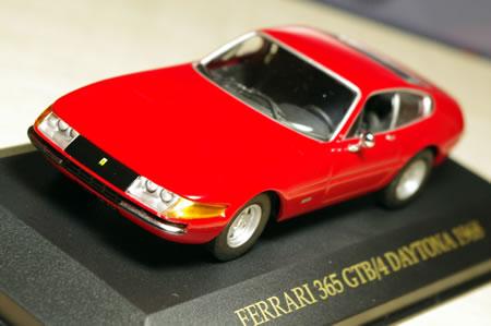 プレクシガラス製ヘッドライトの68年モデル。いわゆる前期型。