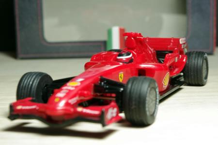 2007年にキミ・ライコネンがチャンピオン獲得しましたからカーナンバー1、ドライバーもライコネンっぽく再現。