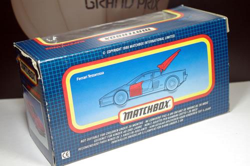 matchbox_32_k149_ferrari_testarossa_package_03.jpg