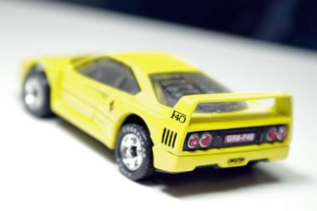matchbox_f40_yellow_rear2.jpg